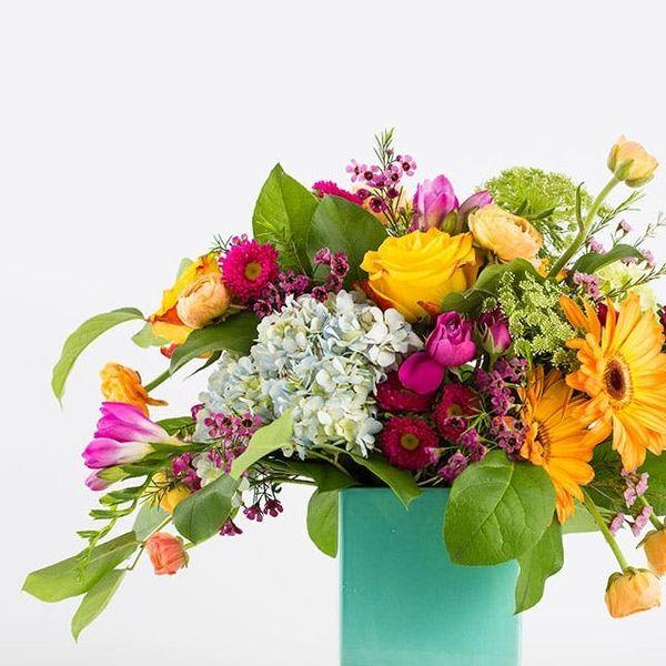 Spoiler Alert: Blake Lively's Flower Arranging Hack Is SUPER Easy to DIY