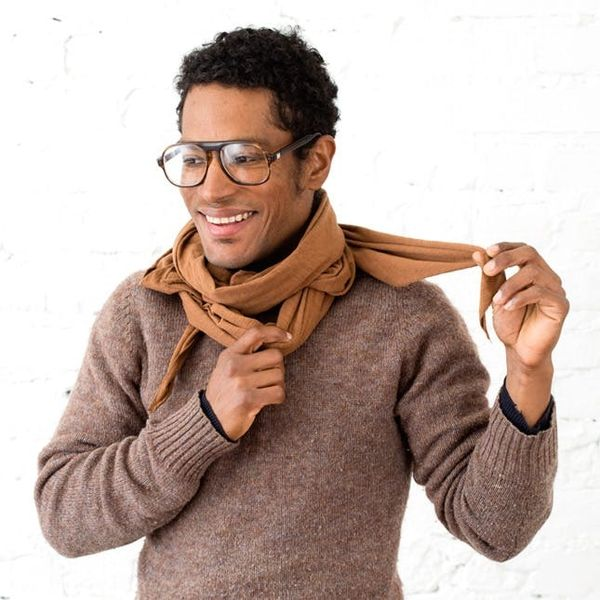 4 Ways to Style a Scarf in Warm Weather