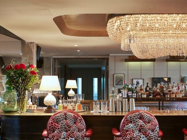 12 Fashionable Hotels Bars Made for Girls' Night Out