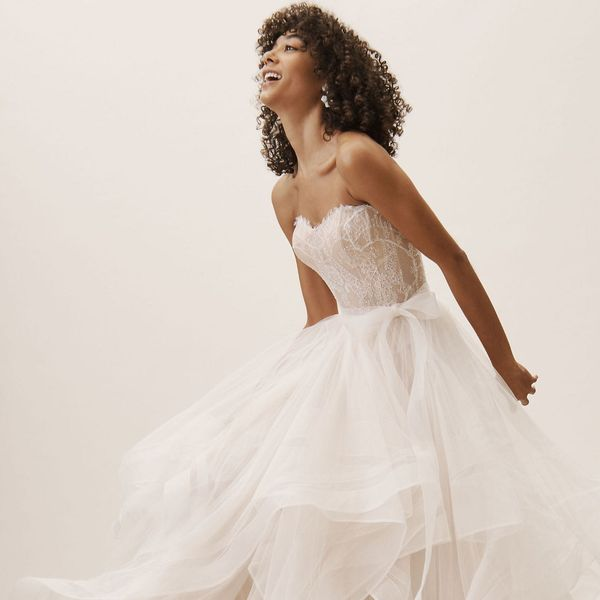 14 Under-$1000 Wedding Dresses for Flat-Chested Brides