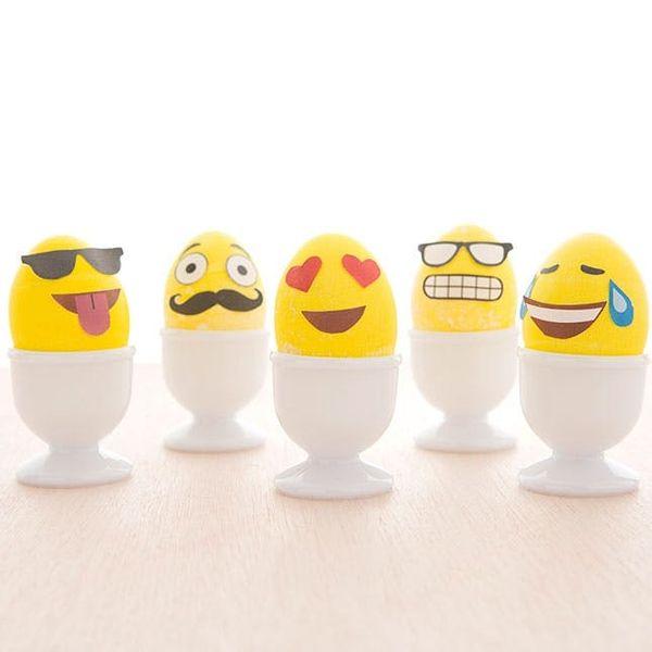 How to Make Emoji Easter Eggs (+ Free Printable!)