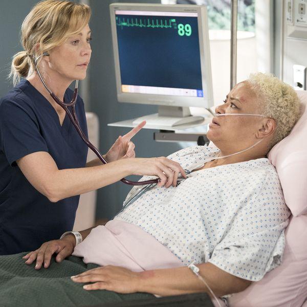 8 New Photos from the 'Grey's Anatomy' Season 15 Premiere