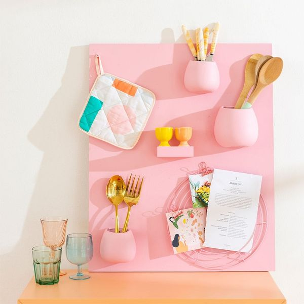 This Hanging Wall Organizer Creates a Structured and Stylish Space