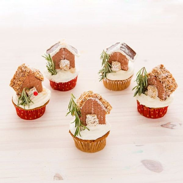 Make This Gingerbread House Cupcakes Recipe This Holiday Season