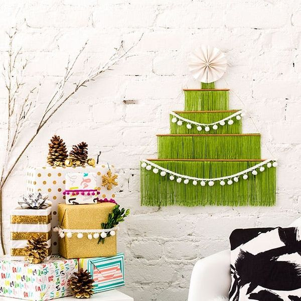 How to Make a Stylish Small-Space Christmas Tree This Year