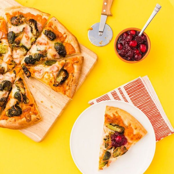 How to Make Pizza With All Those Thanksgiving Leftovers