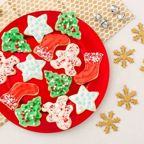 This Is the Frosting Trick That Will Make Christmas Cookie Decorating Easy