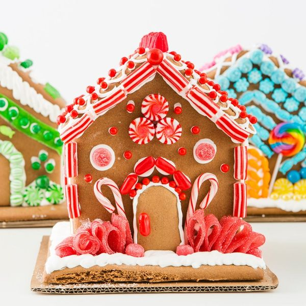 5 Ways to Decorate the Best Gingerbread House EVER