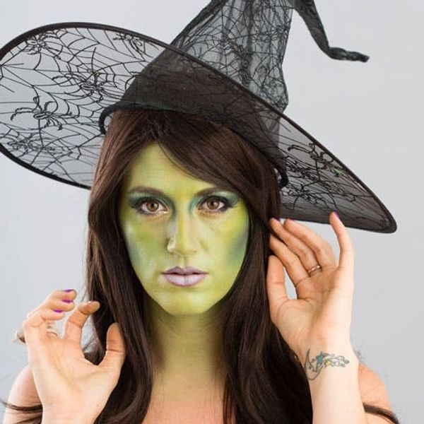 Halloween Makeup 101: Turn Yourself into a Witch