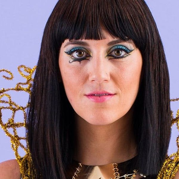 "How to DIY Katy Perry's ""Dark Horse"" Makeup Look for Halloween"