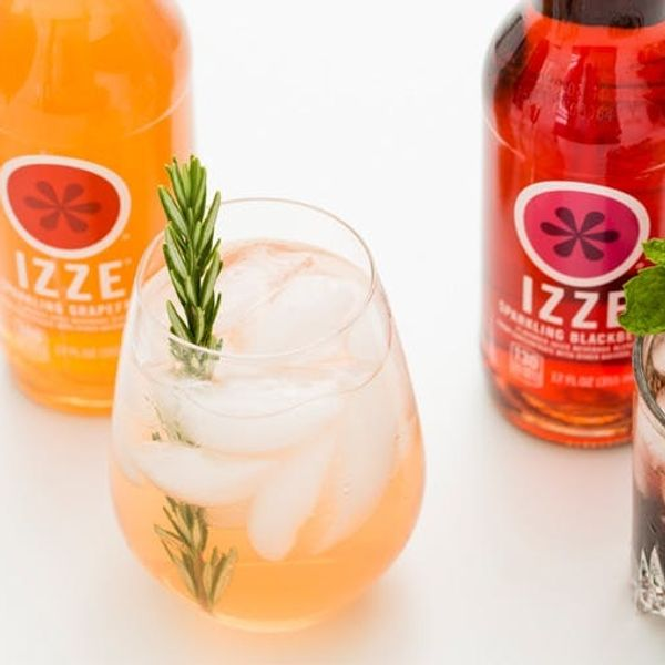 Get Fizzy With It: 3 Sparkling Cocktails to Make Right Now