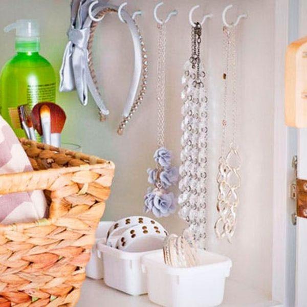 10 Ways to Organize Your Itty Bitty Bathroom