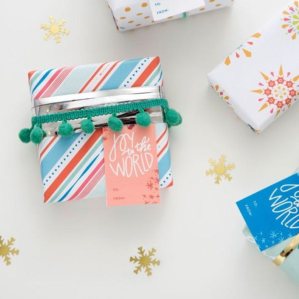 OMG! Free Printable Gift Wrap, Gift Tags and Holiday Cards