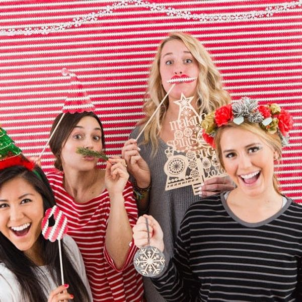 Use Your Leftover Gift Wrap to Make This Awesome Photo Booth