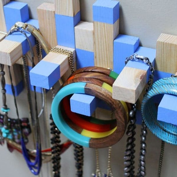 Turn an Old Jenga Set into a Necklace Rack