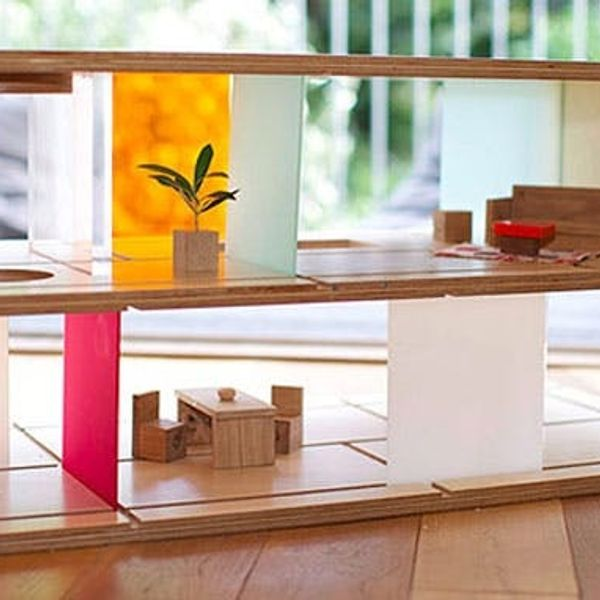 For the Modern Parent: A Coffee Table that Doubles as a Dollhouse