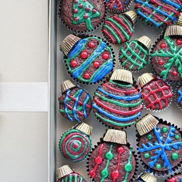 Holiday Hack: Skinny Ornament Cupcakes