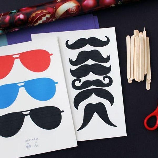DIY Holiday Photo Booth (Printables + GIFs!)