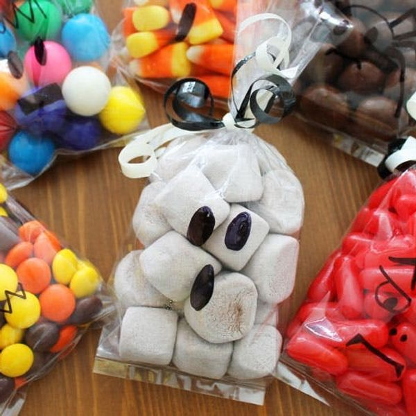 Need a Last Minute Halloween Treat? Make Our Ghostly Goodie Bags!