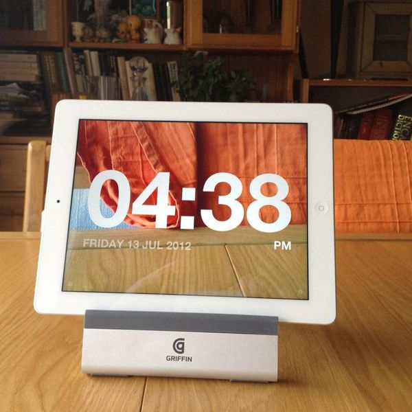 The Chameleon Clock Lets You See Through Your iPad or iPhone!
