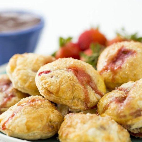 Baking Hacks: 3-Ingredient Strawberry Pies
