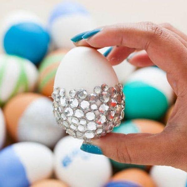 Borderline Egg-cessive: 100 Ways to Decorate an Easter Egg!