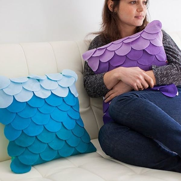How to Make No-Sew Scalloped Ombre Pillows