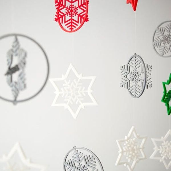 Let It Snow… 3D-Printed Snowflake Garlands!