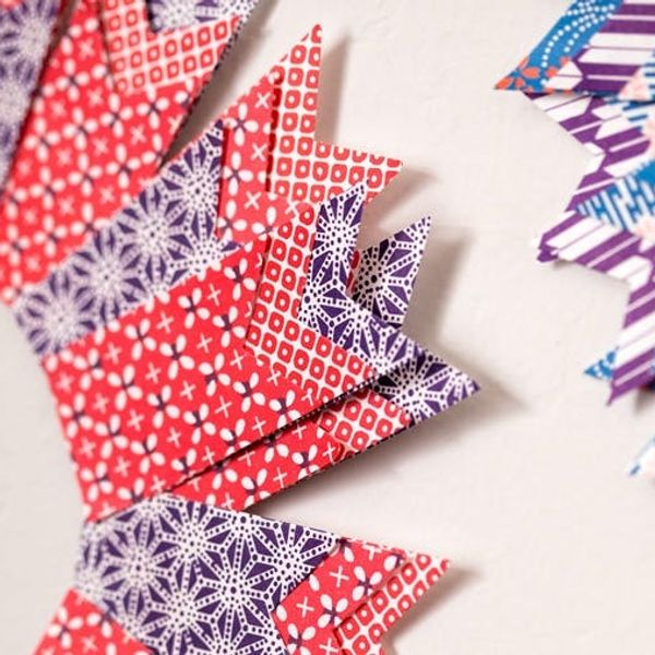 Use Origami Paper to Make Colorful Holiday Wreaths