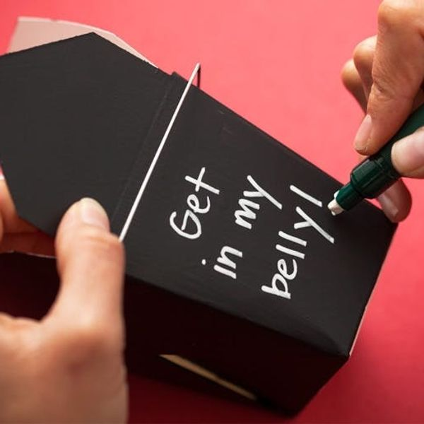 Make Chalkboard To-Go Boxes for Your Holiday Leftovers