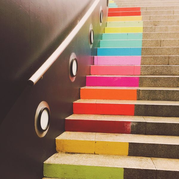 18 Brilliant Ways to Decorate Your Stairs