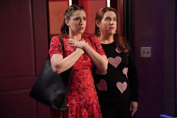 'Crazy Ex-Girlfriend' Star Rachel Bloom Says an Emotional Goodbye Ahead of the Series Finale