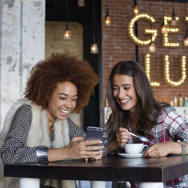 This New Social Dating App Lets Your BFFs Swipe for You