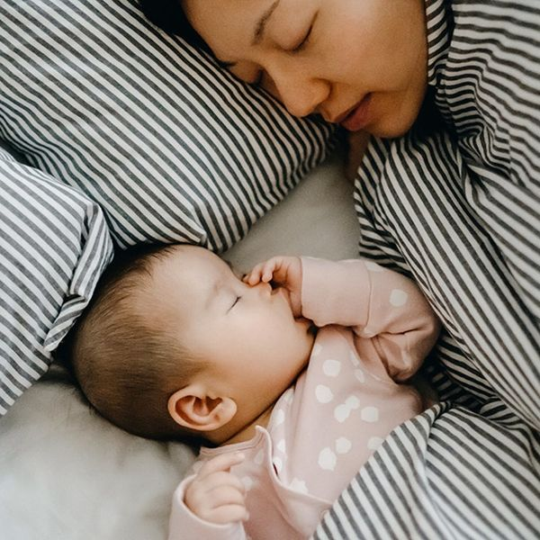 9 Ways New Moms Can Get to Bed Earlier
