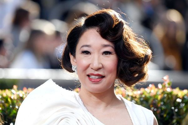 Sandra Oh's Family Wore Matching Shirts to Celebrate Her 2019 Golden Globes Gig