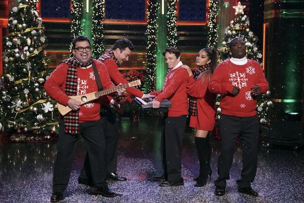 Ariana Grande Joined Jimmy Fallonfor a PerfectReboot of a Classic 'SNL' Christmas Sketch
