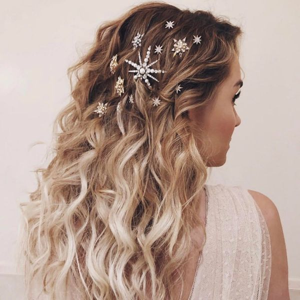 5 Quick and Easy Holiday Hairstyles That Take 5 Minutes