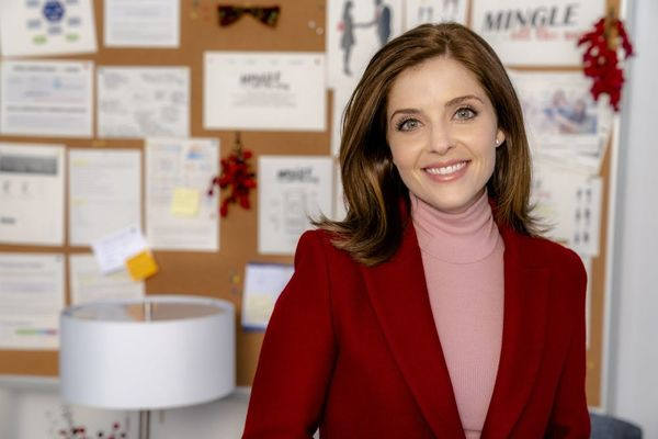 Hallmark Channel's Jen Lilley on 'Mingle All the Way' and Her Own Special Holiday Traditions