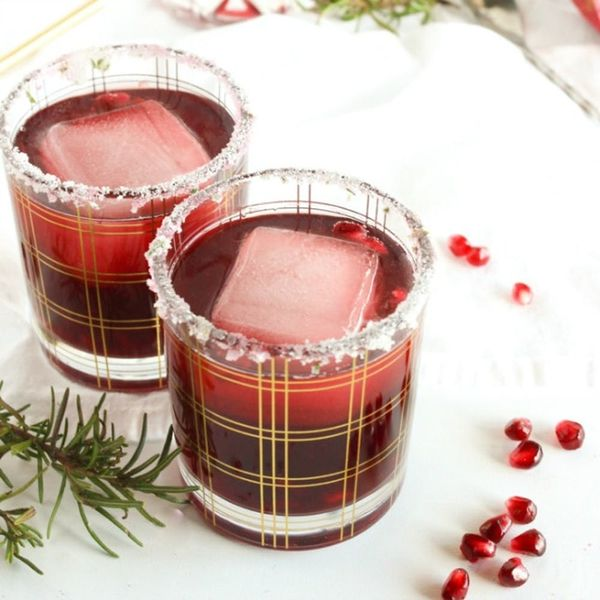 15 Juicy Pomegranate Cocktail Recipes to Ring in the New Year