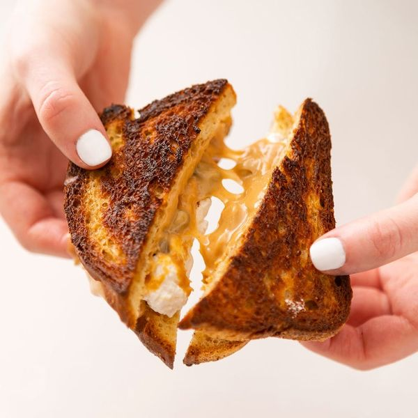 This Vegan Marshmallow Fluff Stars in the Best Grilled Fluffernutter Sando of Your Life