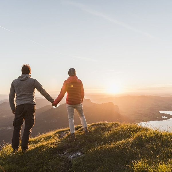 Here's the Scientific (and Slightly Unromantic) Reason Why We Hold Hands