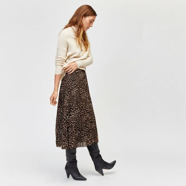 8 Simple Ways to Style Spring's Leopard Print Midi Skirt Trend