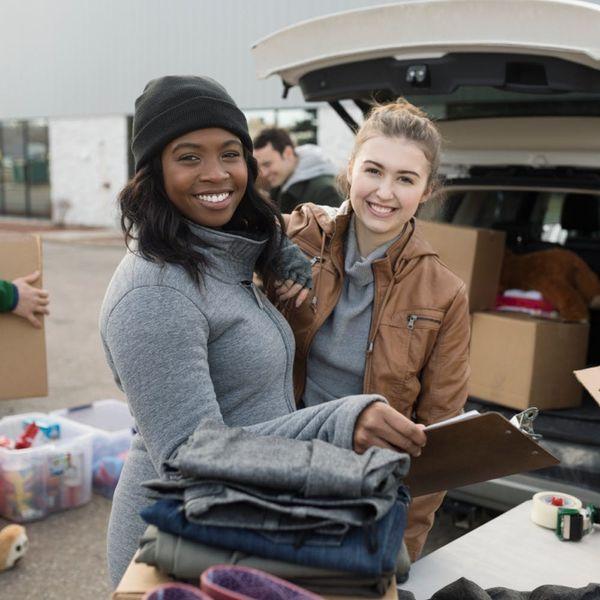 4 Ways Volunteer Work Can Boost Your Resume