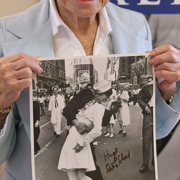 Death of Nurse-Kissing Sailor from Famous Photo Reignites Controversy Over Its Legacy