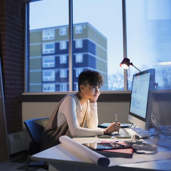 5 Recognizable Signs You're a Workaholic