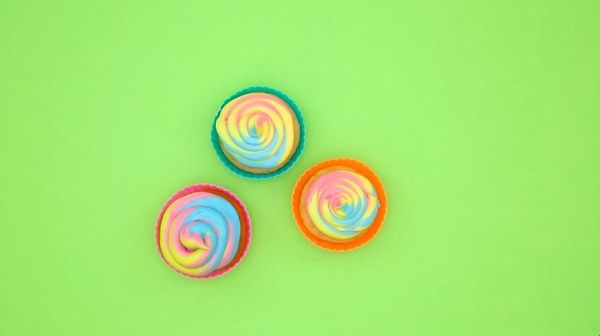 How to Make Rainbow Frosting