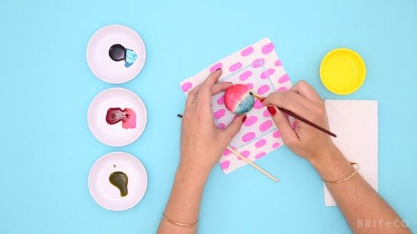 How to Make Painted Macarons