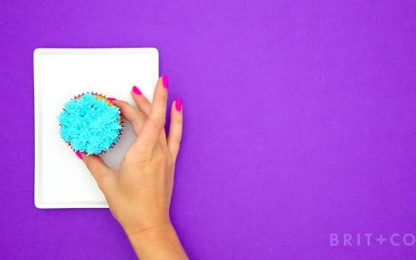 How to Frost & Decorate Cupcakes