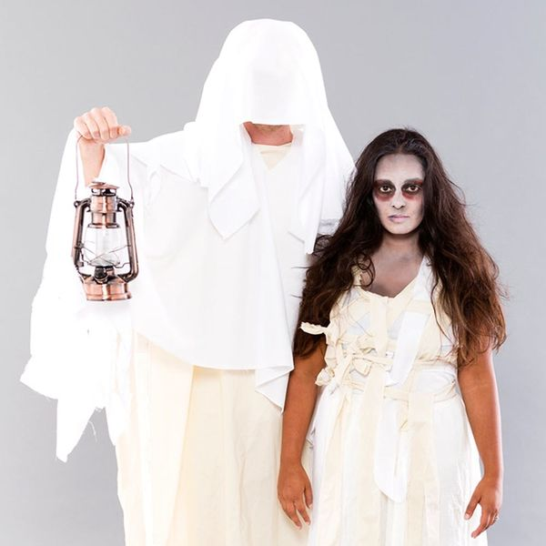This DIY Mummy + Ghost Couples Costume Will Creep Out Everyone You Know