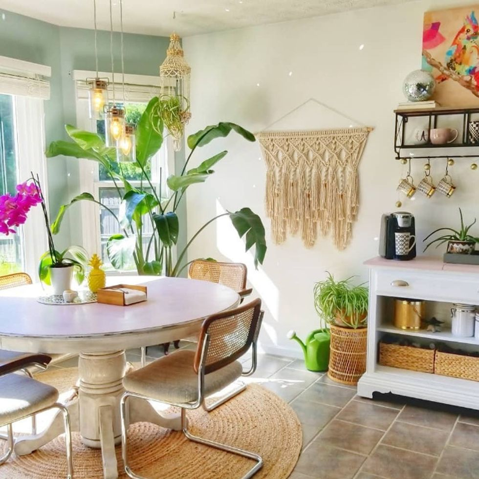 9 Rooms That Prove Jute Round Rugs Are